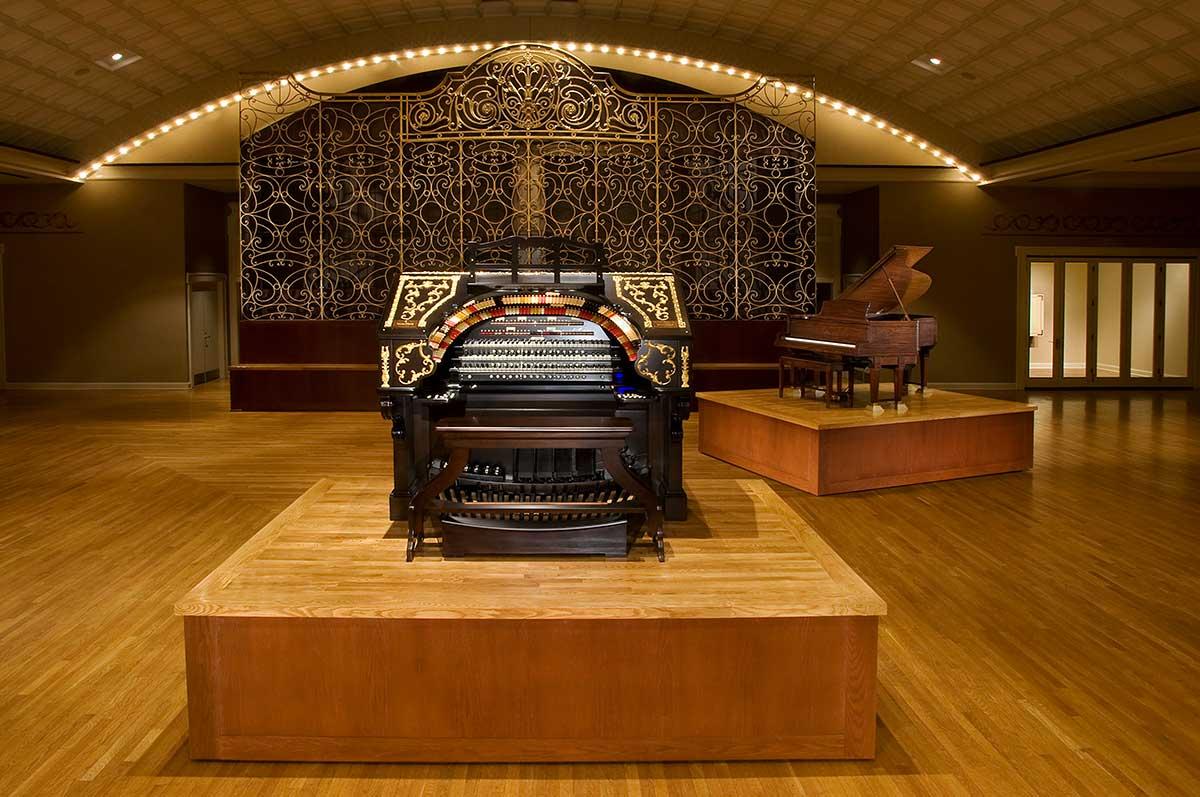The Albee Wurlitzer Organ in Cincinnati Music Hall, 2009