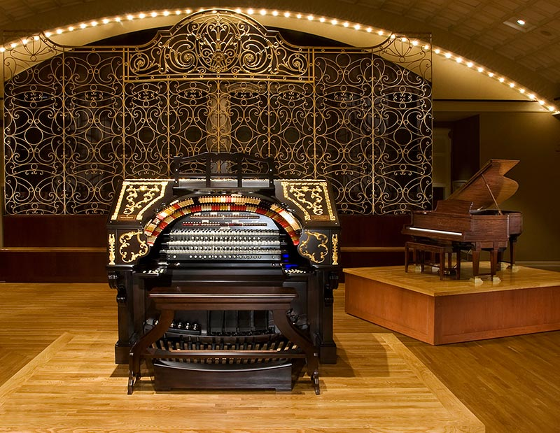 The Albee Mighty Wurlitzer Theatre Organ in the Ballroom At Cincinnati Music Hall