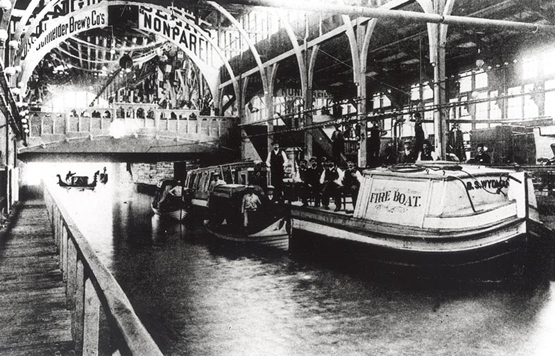 Gondolas traversed the canal carrying visitors under Machinery Hall