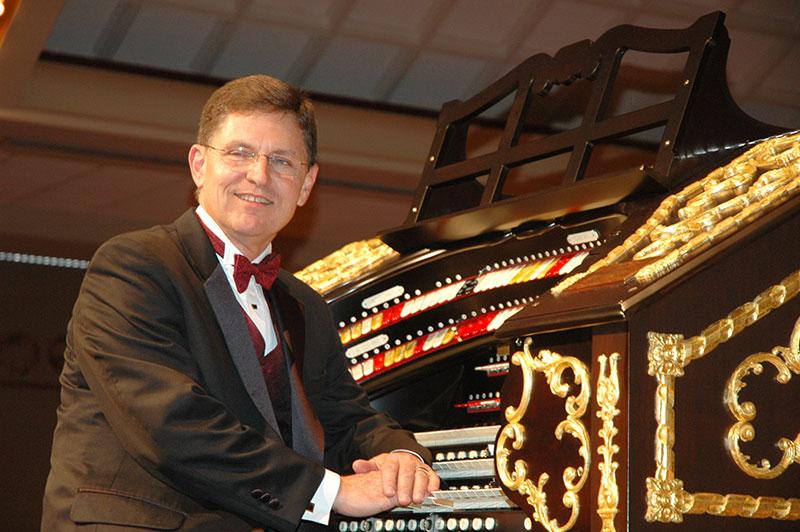 Organist Ron Rhode