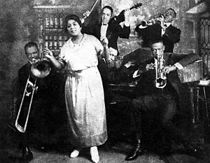 Mamie Smith and her Jazz Hounds. L-to-R: Dope Andrews, trombone; LeRoy Parker, violin; Stickie Elliot, clarinet; Johnny Dunn, trumpet; Perry Bradford, piano. Photo by James Van Der Zee, NYC