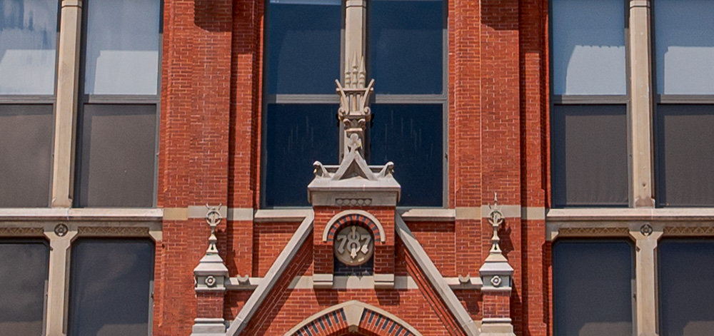 Cincinnati Music Hall's lyre with the restored spikes