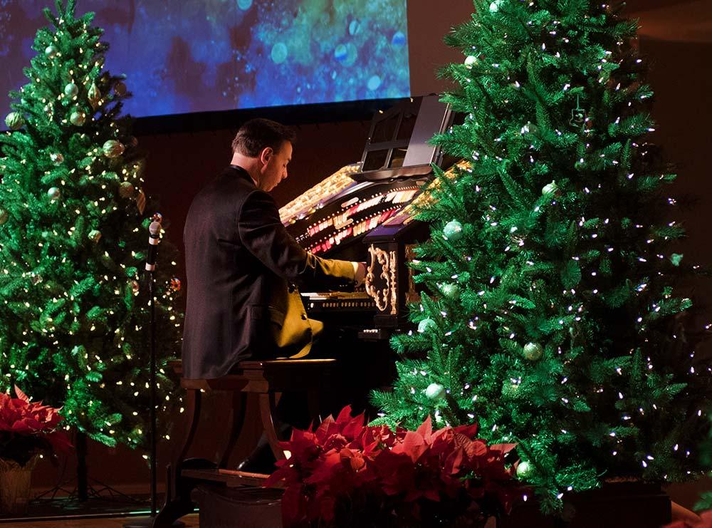 Jelanie Eddington, organist, Happy Holidays with the Mighty Wurlitzer 2019, Cincinnati Music Hall